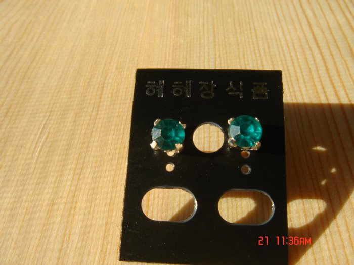 Fashion Korean Green Colorstone Studs Earrings ON SALE 2009**FREE SHIP