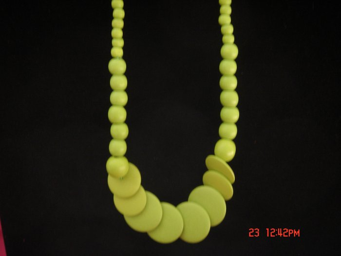 Promotional Price*Green Round Disk Wood Bead Necklace**FREE snowflake Paper Gift Bag