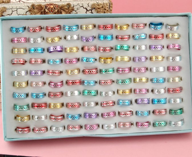 50 Color Alloy Metal ASSORTED Circle Ring  16-19mm + 50 SILVER BOX