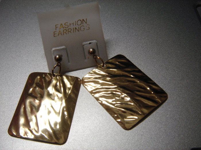 Rentangle Gold Wave Dangle Earring w/FREE SILVER GIFT BOX