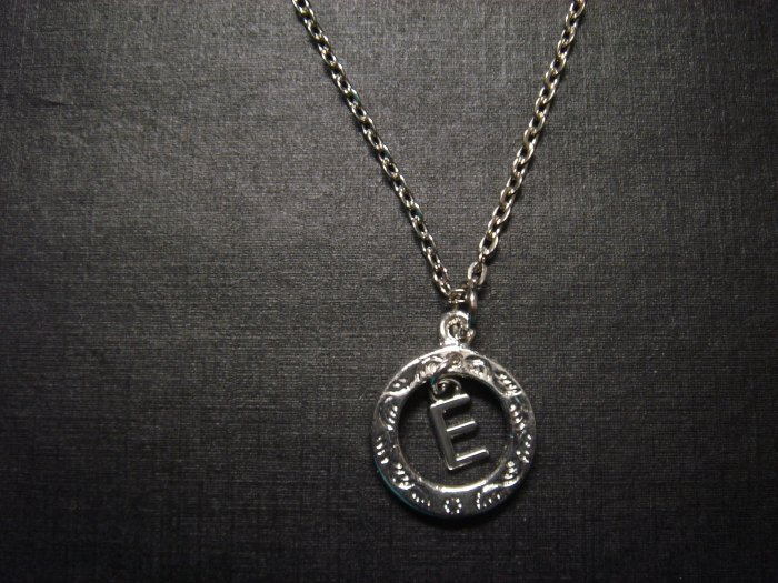 "Silver Alphabet Uppercase LETTER ""E"" Necklace**FREE Gift Box"