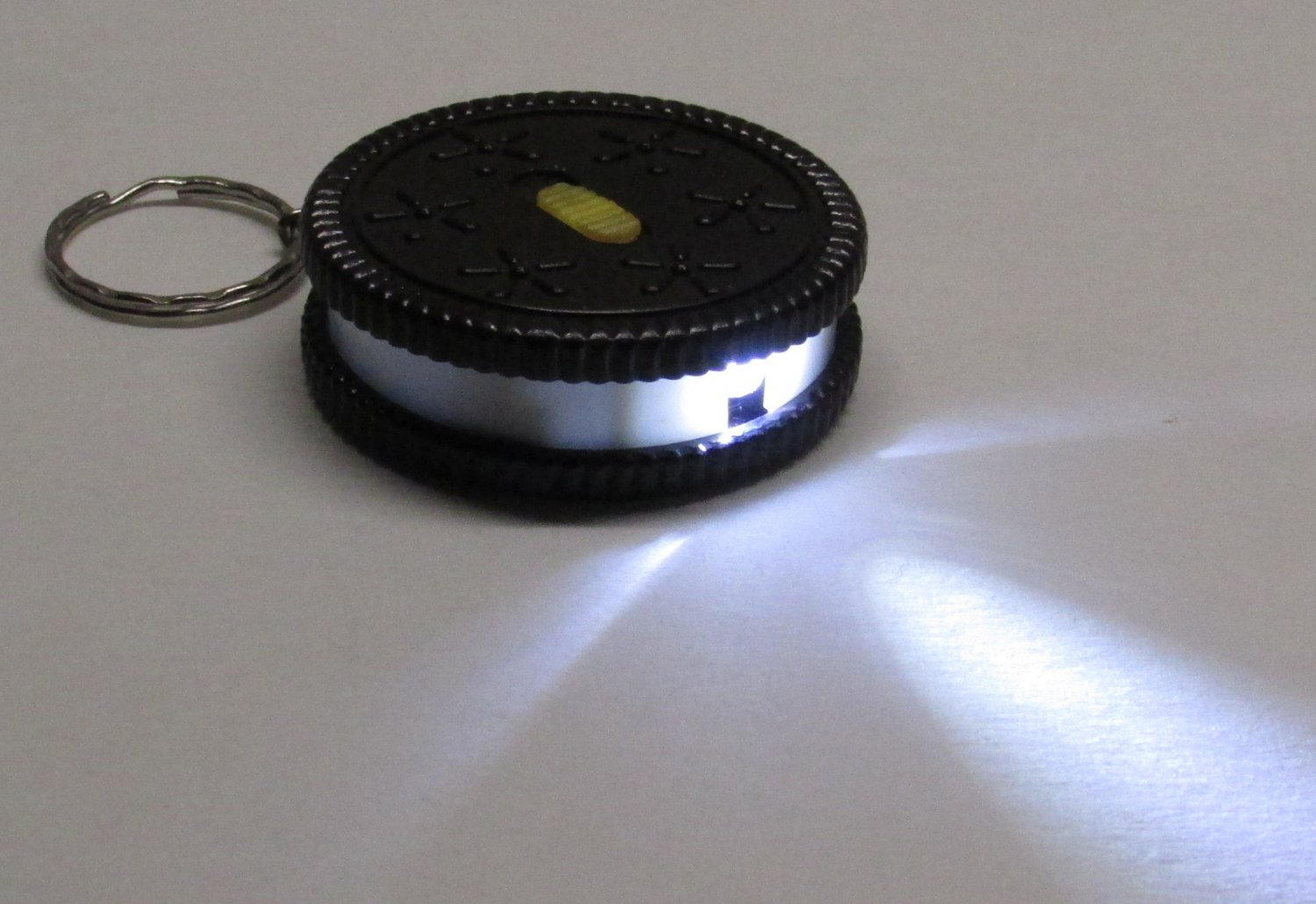 Black/White Round COOKIE Biscuit LED Flashlight KEY CHAIN Ring Keychain NEW