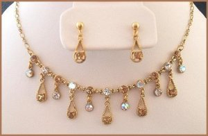 GOLD & CLEAR SWAROVSKI CRYSTAL NECKLACE & EARRING SET New
