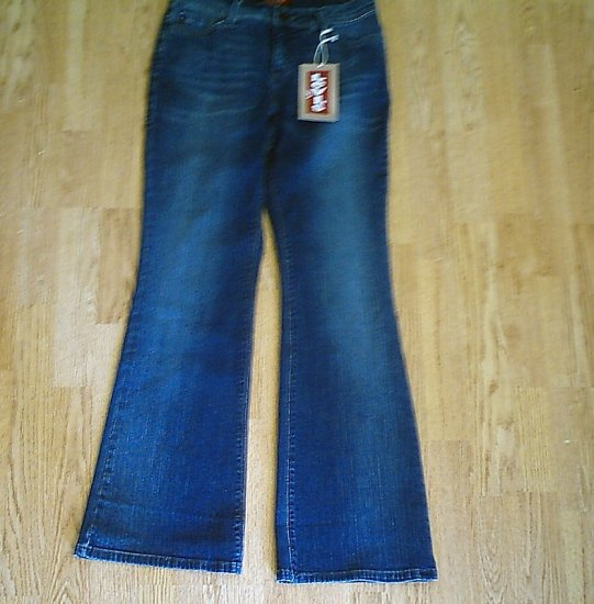 LEVIS 548 PERFECTLY SLIMMING FLARE JEANS-6-29 X 32-NWT