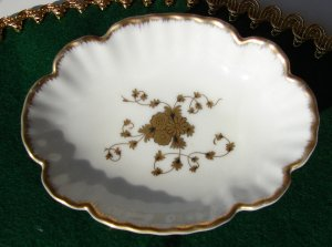 Beautiful Lefton China Pedestal Soap Dish