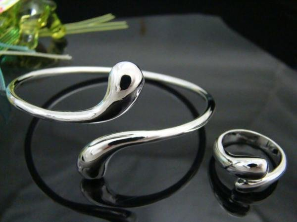 FREE P&P!925 SILVER TEAR BRACELET & RING #S112