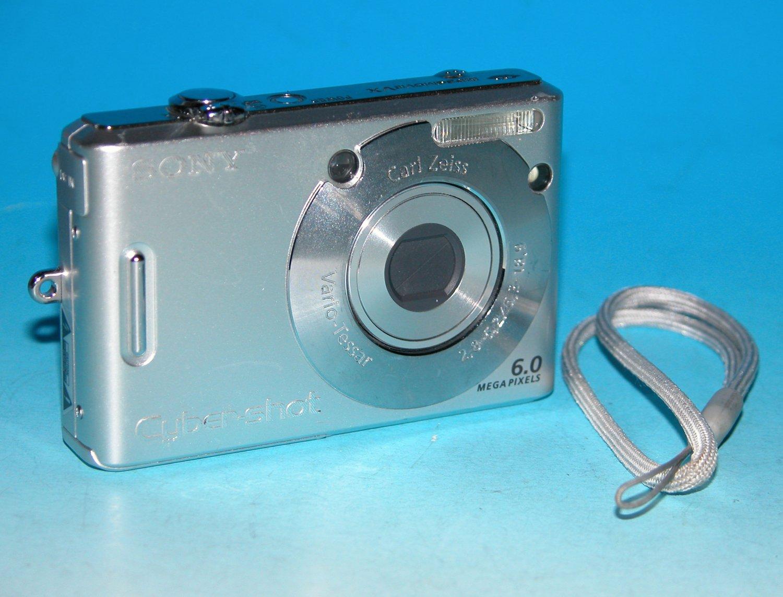 Sony Cyber-shot DSC-W30 6.0MP Digital Camera - Silver #4833