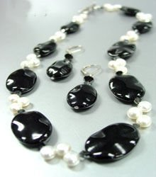 Black Stone Beads & Cultured Pearls Necklace Set 1N139215
