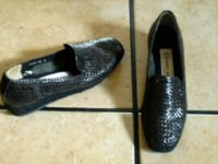 ANDRE ASSOUS BLACK DISTRESSED LEATHER WEAVE HEEL SHOES