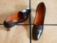 VTG. BLACK DISTRESSED LEATHER WOOD HEEL DRESS SHOES