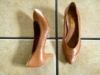 VTG. CARRIAGE COURT BROWN DISTRESSED LEATHER HEEL SHOES
