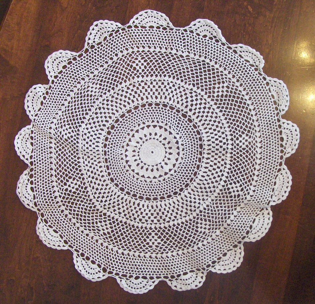"New 18"" Medallion Design White 100% Cotton Doilies"