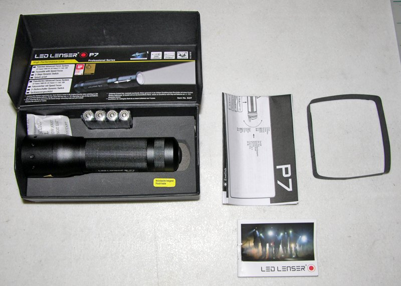 BRAND NEW COAST LENSER CREE P7 8407 200 LUMENS TATICAL FLASHLIGHT AAA BATTERIES
