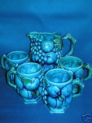 INARCO BLUE FRUIT PITCHER WITH 4 MATCHING MUGS JUICE