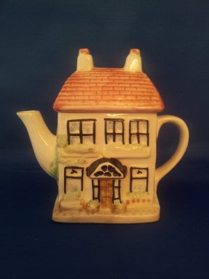 DECORATIVE TEA POT LITTLE HOUSE