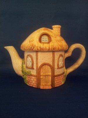 DECORATIVE TEA POT LITTLE THATCHED ROOF  HOUSE