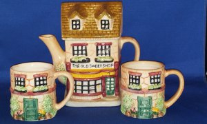 DECORATIVE TEA POT OLD SWEET SHOP WITH CUPS