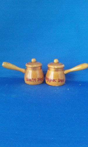 VINTAGE SALT AND PEPPER SHAKERS SET SMALL WOODEN POTS