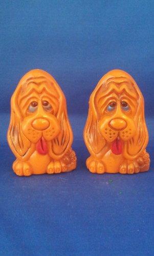 VINTAGE SALT AND PEPPER SHAKERS SET PLASTIC HOUND DOGS