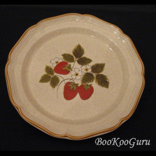 Mikasa STRAWBERRY FESTIVAL Dinner Plate, Mikasa Pottery,Perfect Condition
