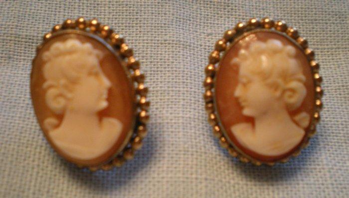 wRe Richards Co. 1940s Hard Shell Cameo Earrings