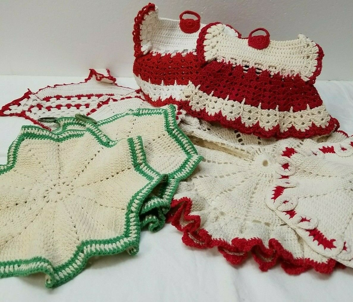 Vintage Doily Kitchen Cream with Red & Green Accents - 8 pieces