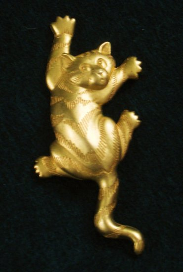 Whimsical Climbing Cat Pin, Gold tone, Signed JJ 1988