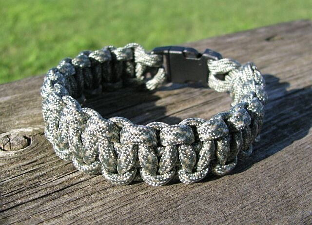 9 Inch ACU Digital Camo Paracord Bracelet
