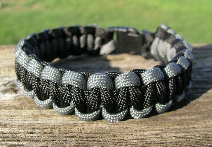 8 Inch Black & Gray Paracord Bracelet