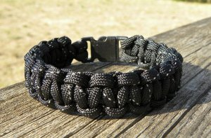 9 Inch Black Reflective Paracord Bracelet
