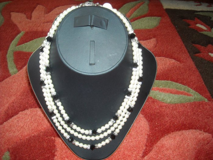 Swarovski pearl necKlace with Swarovski crystals