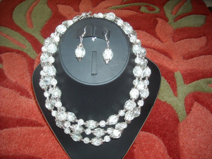 Crackled quartz necklace with earrings