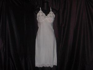 Lady Lynne White Vintage Whole Slip Size 34 Nylon, rayon, polyester full slip