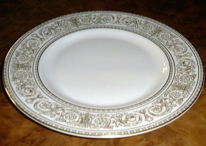 SOVEREIGN by Royal Doulton, Fine Porcelain DINNER PLATE, England