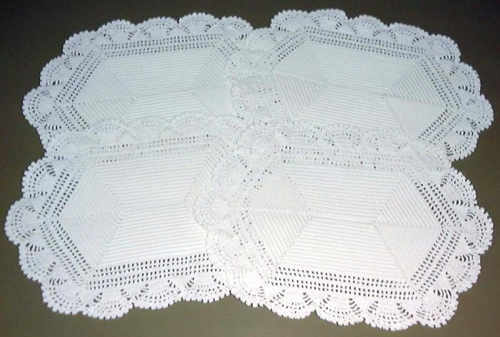 QUALITY! VINTAGE HANDMADE HEAVY CROCHET LACE PLACEMATS