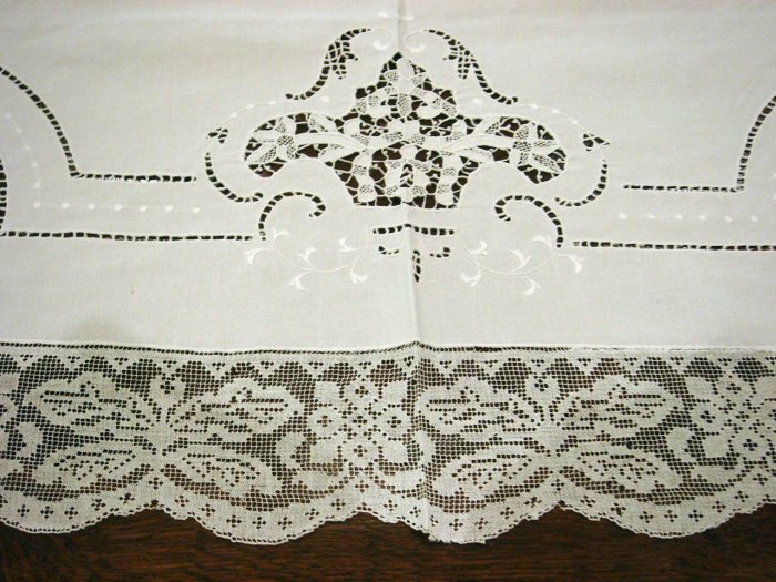 Lovely Vintage HANDMADE Linen & Needlepoint, Filet Lace Tablecloth, Cloth #79