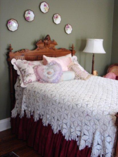 Beautiful Vintage Hand Crochet Bedspread, Full Bed