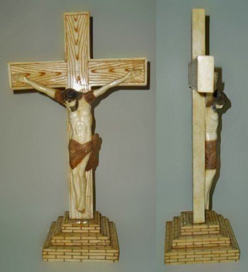 Crucifix bone carving figure visit: www.1900style.es