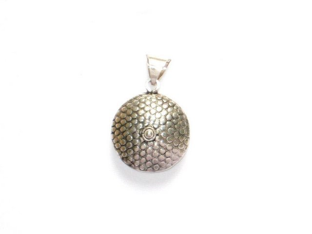 AQ020       Round Hollow Sterling Silver Pendant