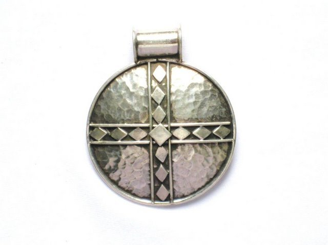 AQ024    Hammered Round Sterling Silver Pendant