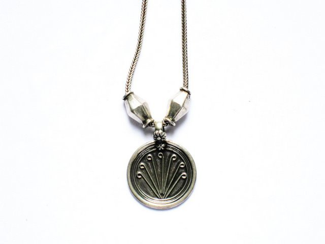 AQ025       Round Sterling silver Pendant in Silver Oxidized Chain