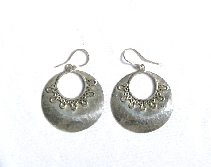 AQ068     Earrings in Sterling Silver