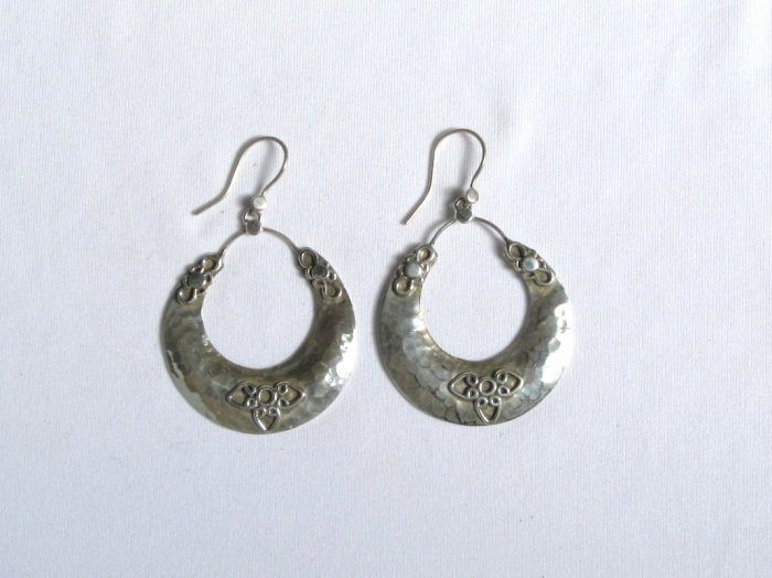 AQ070     Earrings in Sterling Silver