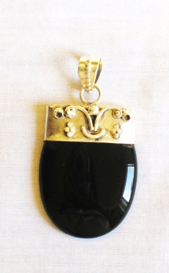 PN341 Onyx Pendant in Sterling Silver