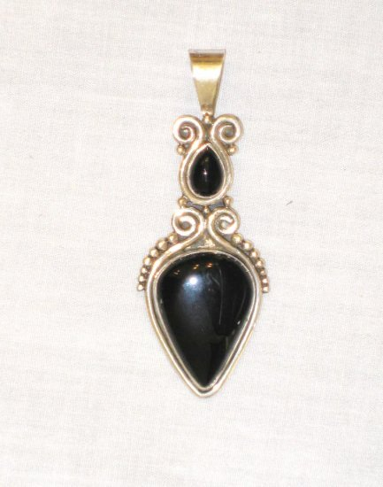 PN383 Onyx Pendant in Sterling Silver