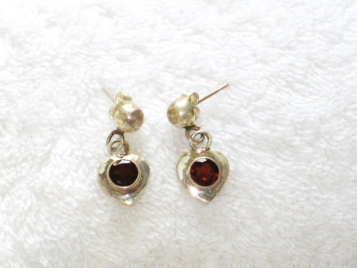 ER080 Garnet Earrings set in sterling silver