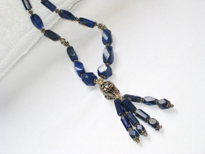 ST086       Lapis Lazuli Necklace in Sterling Silver