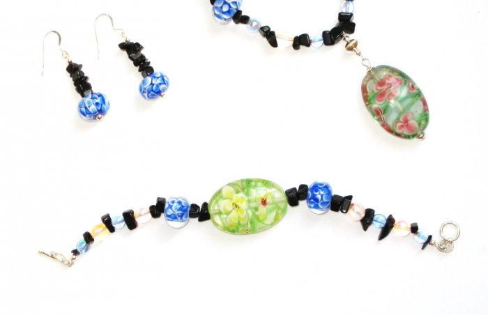ST301     Murano Glass Necklace, Earrings and Bracelet  in Sterling Silver