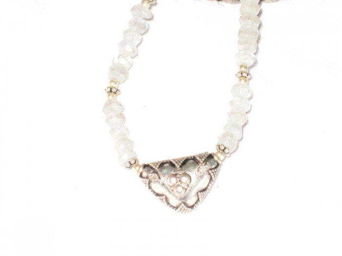 ST420      Moonstone Necklace in Sterling Silver