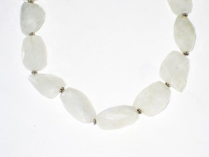 ST485      Moonstone Necklace in Sterling Silver